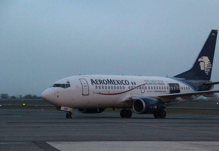 Delta Air Lines podría adquirir el 49 por ciento de total de las acciones de la empresa mexicana Aeroméxico, según un comunicado de la primera. Para cerrar la operación solamente se espera el permiso de autoridades de México y Estados Unidos. (Archivo de Notimex)