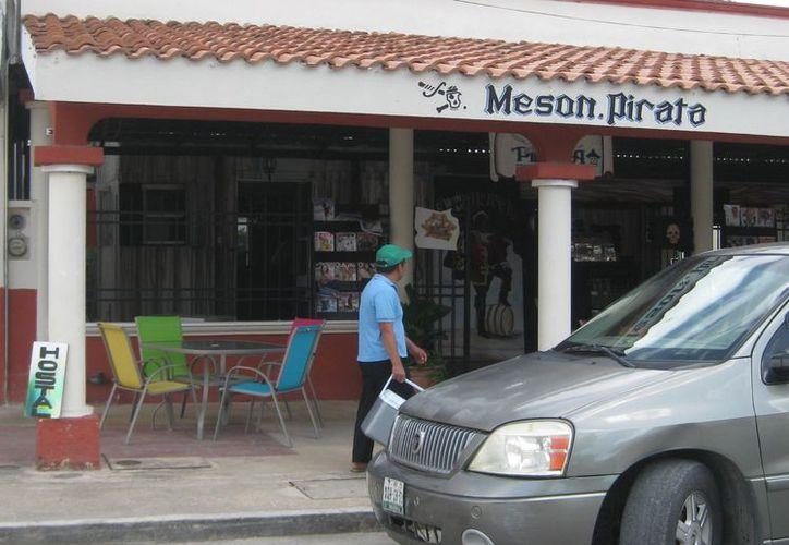 La tranquilidad de Bacalar se encuentra vulnerada por acontecimientos similares a los que ocurren en la ciudad de Cancún. (Javier Ortiz/SIPSE)