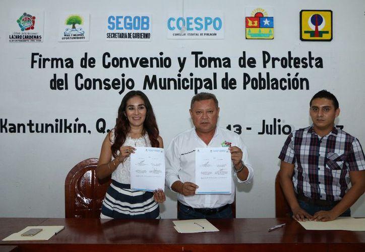 Firmaron las autoridades un convenio de coordinación para la gestión de recursos. (Gloria Poot/SIPSE)