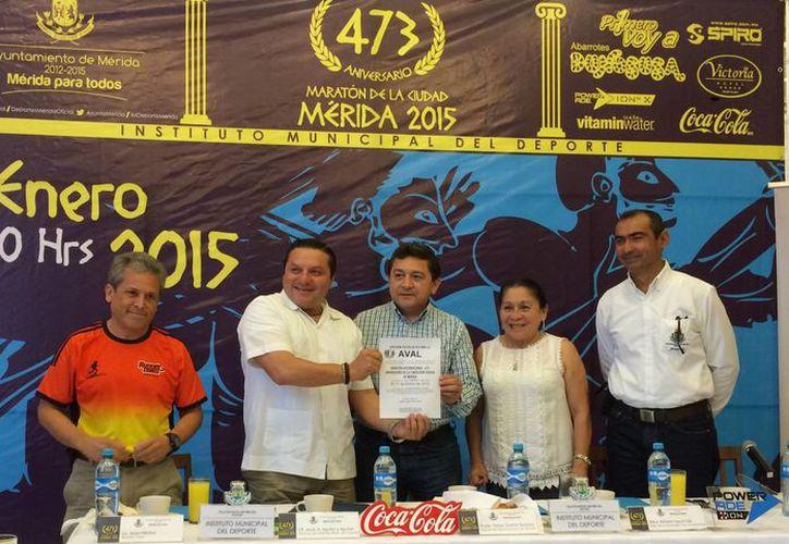 Rueda de prensa en la que se anunció el Maratón de Mérida 2015, que se efectuará el 11 de enero de 2015. (Milenio Novedades)