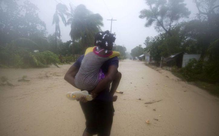 Los efectos del huracán Matthew tendrán un impacto mayor en el empobrecido Haití, sumido en una dura crisis humanitaria desde el devastador terremoto en 2010. (AP/Dieu Nalio Chery)