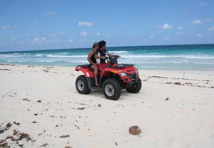 La costa yucateca presenta graves daños por actividades de aprovechamiento y recreación sin los permisos respectivos, situación irregular que se incrementa en vacaciones. (Milenio Novedades)