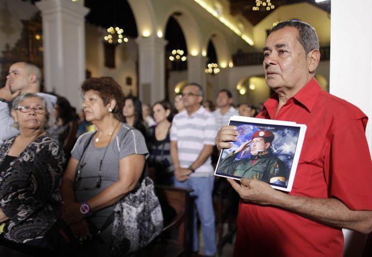 Los venezolanos oraron por el Presidente el día de ayer. (Agencias)