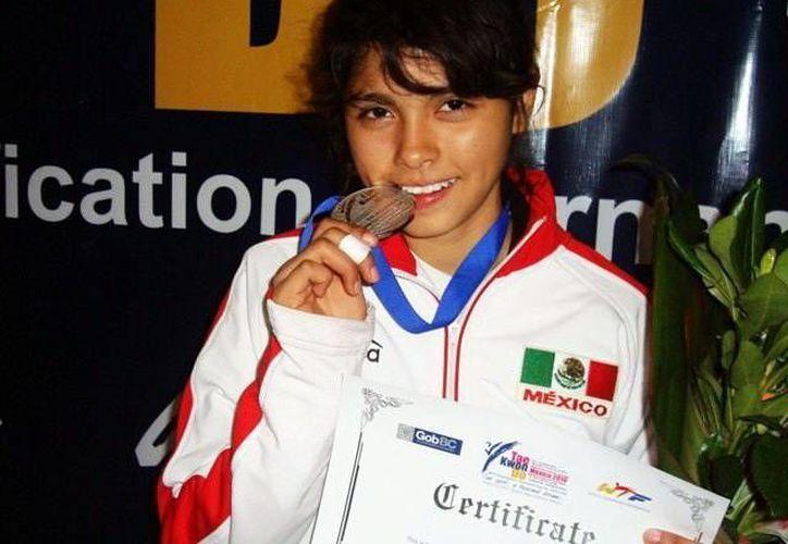 Vanessa Gallegos representará a Yucatán en los Juegos Centroamericanos de tae kwon do el 7 y 8 de febrero. (Milenio Novedades)