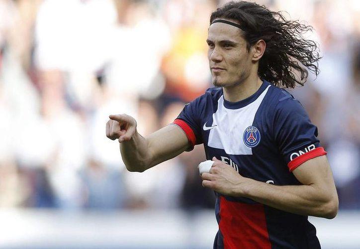 El uruguayo Edison Cavani consiguió su sexto gol en la liga, luego de que al minuto 84 aprovechara un centro de Javier Pastore para marcar el 1-1 del PSG contra el Reims, en partido de la liga francesa. (Archivo EFE)