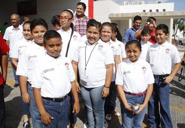 Los estudiantes de primaria visitaron la Estación de Bomberos. (Sergio Orozco/SIPSE)