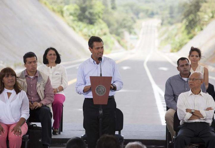 Peña Nieto hizo un reconocimiento a todas las fuerzas políticas por el consenso logrado en pro de las reformas estructurales. (Presidencia)