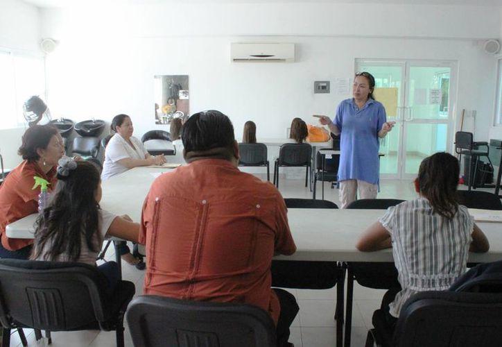 La Comisión de Derechos Humanos del Estado de Quintana Roo realiza da información para que los ciudadanos conozcan sus derechos. (Daniel Pacheco/SIPSE)