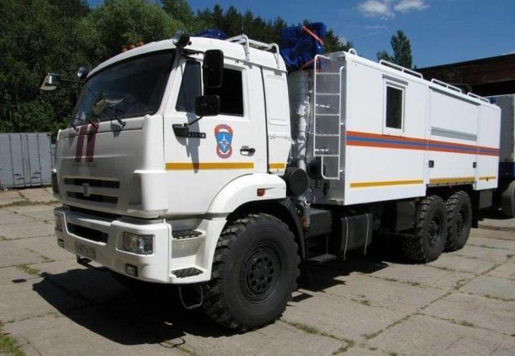 Los dos complejos llamados simbólicamente 'Pomóschniki' parecen camiones con remolque, pero fueron diseñados para que la población se pueda esconder tras una explosión nuclear. (71.mchs.gov.ru)