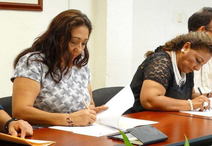 El convenio de los vales de útiles escolares se firmó entre el Gobierno del Estado y la Canaco. (Redacción/SIPSE)