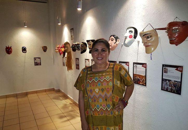 María L. Rosado Castro invita a visitar la galería. (Faride Cetina/SIPSE)