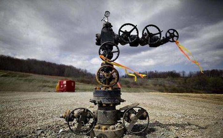 El marco jurídico de las leyes secundarias de la Reforma Energética estará listo en febrero de 2014. En la foto, un dispositivo para extraer petróleo. (Milenio/Foto de contexto)