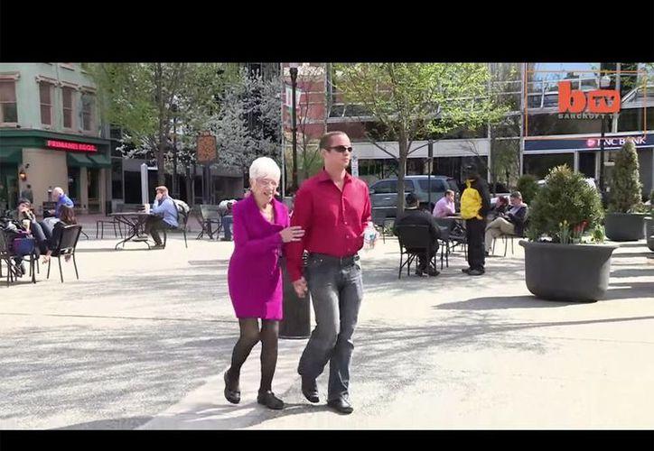 Kile Jones y Marjorie McCool subieron un video a YouTube para demostrar que su relación es sincera. (YouTube)