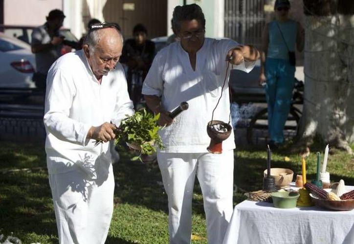 La herbolaria maya todavía es muy aplicada en las comunidades más apartadas de las zonas urbanas. (SIPSE)