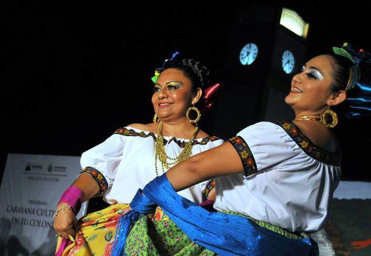 En los bailables participaron alumnas y alumnos de los talleres de danza. (Cortesía/SIPSE)