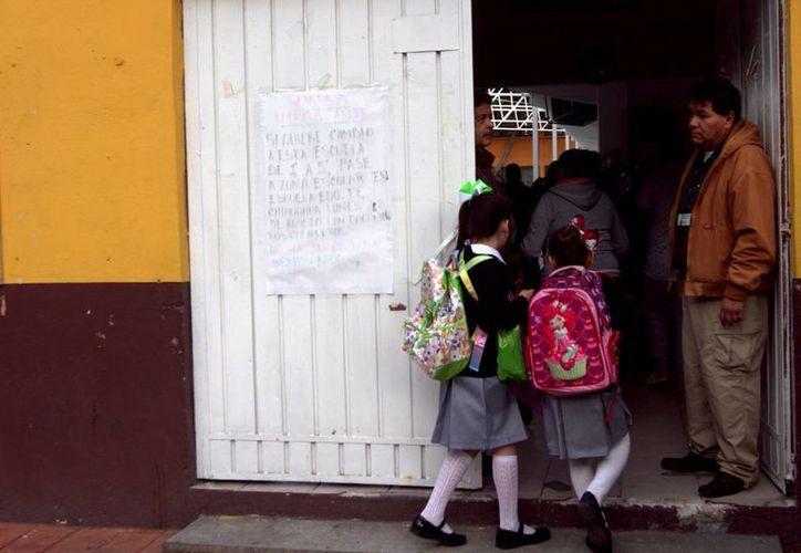 Según el informe de Unicef, entre las causas que impiden a niños asistir a la escuela están la migración, la pobreza y la discapacidad. (Notimex/Archivo)