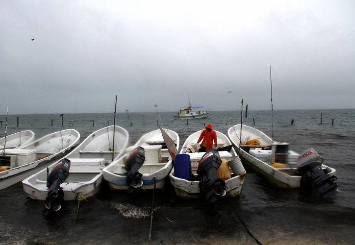 Las actividades para embarcaciones de pescadores y cooperativas que realizan actividades recreativas quedaron suspendidas. (Redacción/SIPSE)