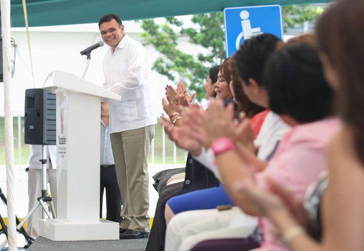 El gobernador Rolando Zapata indicó que el Centro de Justicia para Mujeres del Estado de Yucatán deberá entrar en operación en marzo del 2014. (Cortesía)