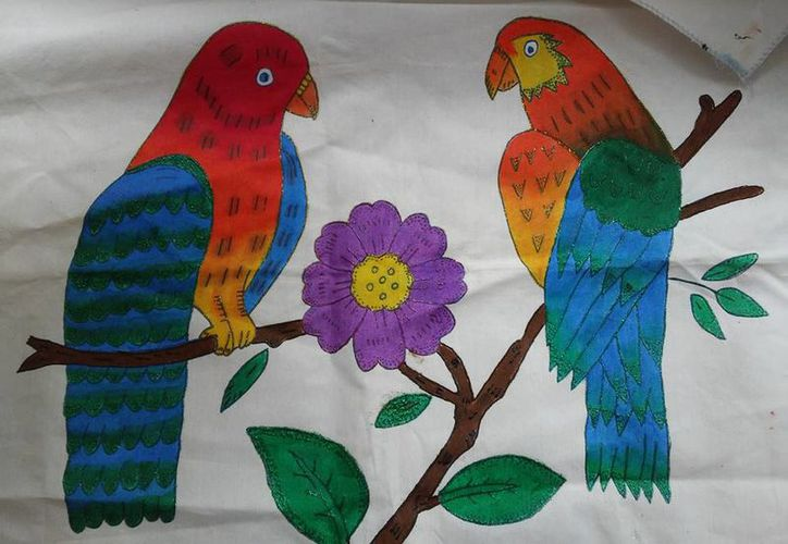 Leticia Flores es instructora desde hace 23 años de una técnica que permite decorar las más diversas telas. (Foto: Redacción/SIPSE)