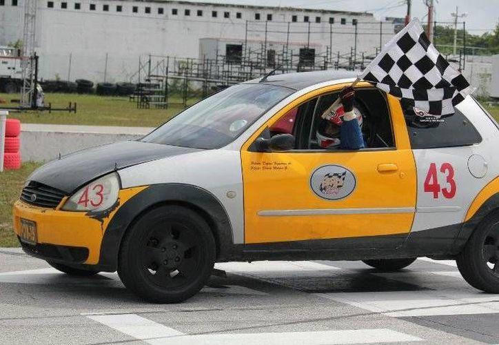 Se reanuda el campeonato automovilístico; en esta ocasión se correrá bajo el alumbrado del circuito de los Go Karts de Cancún. (Redacción/SIPSE)