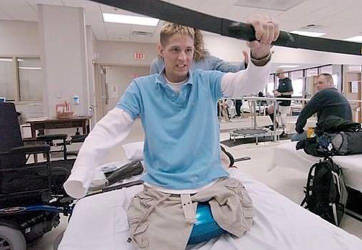 Brian Kolfage durante su rehabilitación. (YouTube)