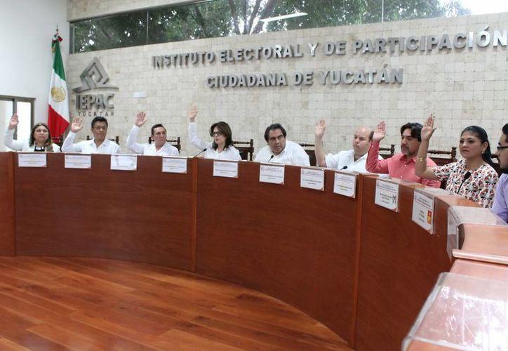 Imagen de la sesión extraordinaria del Consejo General del Iepac, donde se llamó a mantener la calma durante las elecciones del 7 de junio. (Milenio Novedades)