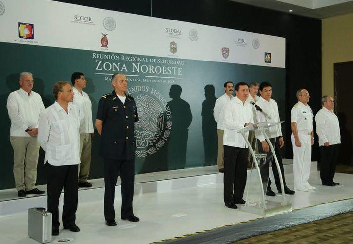 El secretario de Gobernación, Miguel Ángel Osorio Chong, encabezó la primera reunión regional del gabinete de seguridad del Gobierno de la República del año, en Mazatlán, Sinaloa. (Foto Notimex)