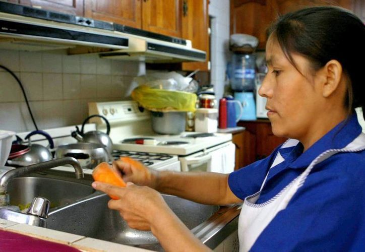 Una trabajadora doméstica recibe como mínimo 100 pesos por servicio; sin embargo, el salario real debería ser $250 diarios. (Paloma Wong/SIPSE)