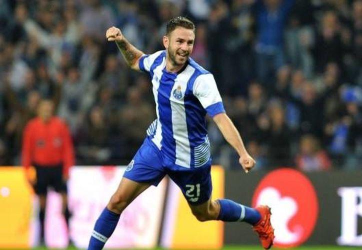 Al minuto 41 Miguel Layún marcó de penal el primer gol del Porto en su victoria por 3-2 ante el Moreirense en la jornada 23 de la Liga de España. (Twitter: FCPorto)