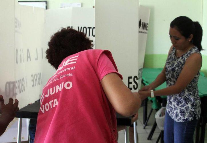 Cinco municipios de Yucatán concentran a la mayoría de los 100 mil nuevos votantes que participarán en los comicios de domingo. Imagen de contexto. (César González/SIPSE)