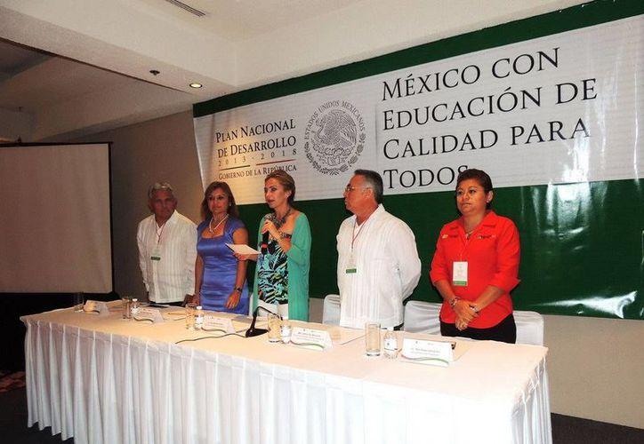 """Sara Latife Ruiz Chávez, encabezó la inauguración del foro de consulta """"México con Educación para Todos"""". (Redacción/SIPSE)"""