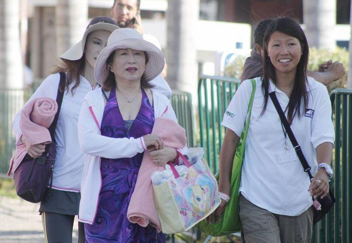 El turista chino gasta en promedio entre cinco y siete mil dólares por estancia de una semana en el destino. (Francisco Gálvez/SIPSE)