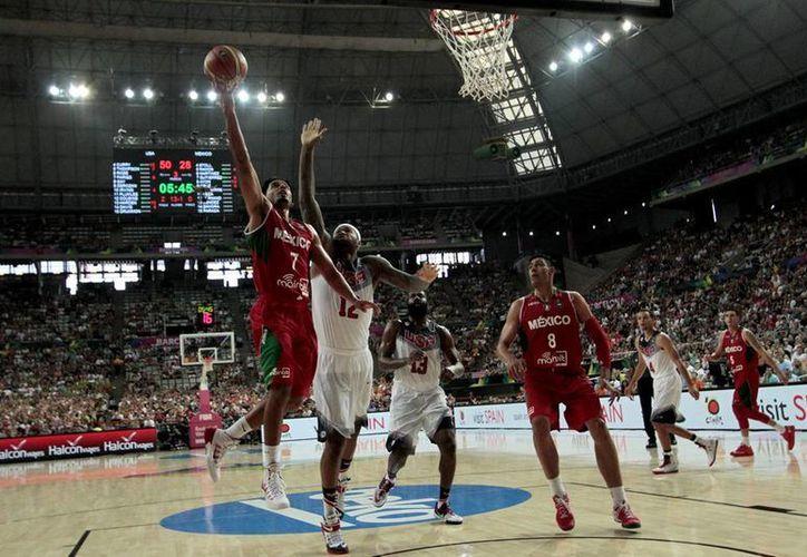 Según la FMB, la Liga Nacional de Baloncesto Profesional no cumple con el desarrollo de los jugadores mexicanos, además de que el 85 % son extranjeros. (Archivo Notimex)
