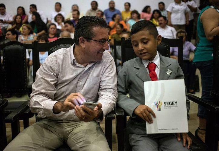Los niños participaron ayer al Noveno Parlamento de los Niños de México en el Congreso del Estado. (Milenio Novedades)