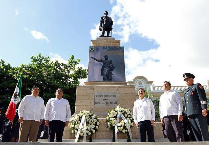 El gobernador Rolando  Zapata Bello no participó ayer en actividades oficiales. La imagen es del aniversario luctuoso de Manuel Cepeda Peraza. (SIPSE)