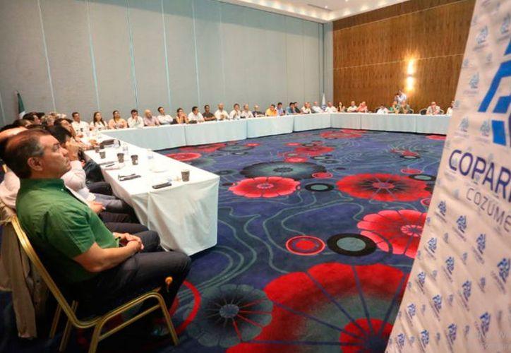 En la reunión, los empresarios mostraron interés por las propuestas del candidato. (Redacción/SIPSE)