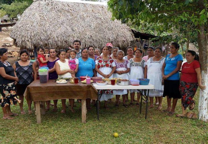 Algunas de las familias beneficiadas con los huertos de traspatio. (Milenio Novedades)