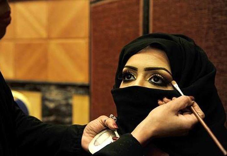 La mayoría de los hombres sauditas creen que las propias mujeres son culpables de la violaciones. (AFP/actualidad.rt.com)