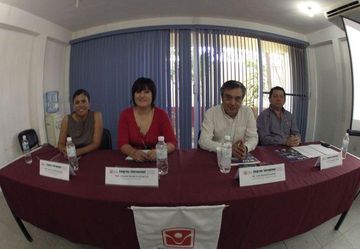 Leslie Hendricks Rubio, Lilliam Negrete Estrella, José Antonio Castro y Julio Góngora Martín, durante una rueda de prensa. (Juan Estrada/SIPSE)
