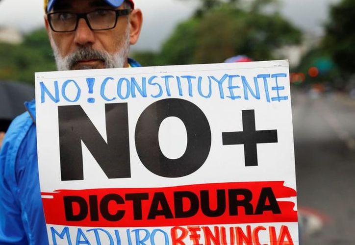 El Congreso venezolano no aprobó la propuesta de Nicolás Maduro para instaurar una Asamblea Constituyente. (noticieros.televisa.com)