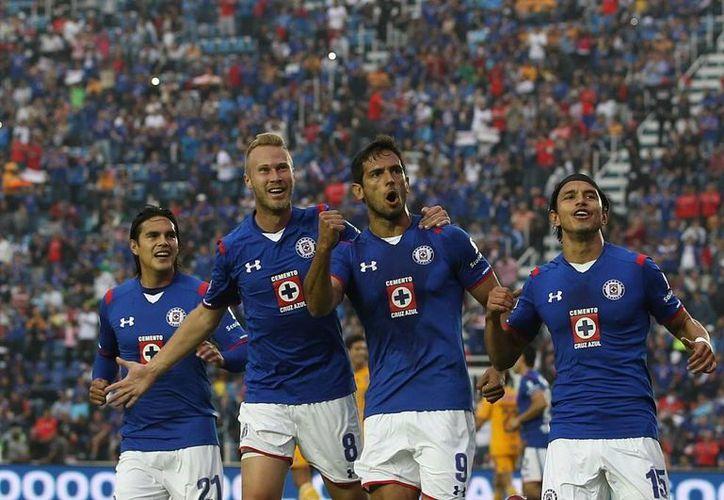 Cruz Azul y Atlas cambiarán de televisoras para el torneo apertura 2015 (AP)