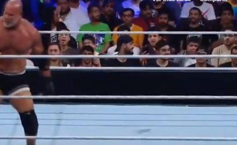 El enfrentamiento de las leyendas Goldberg y The Undertaker terminó con varios comentarios negativos. (Captura de Youtube)