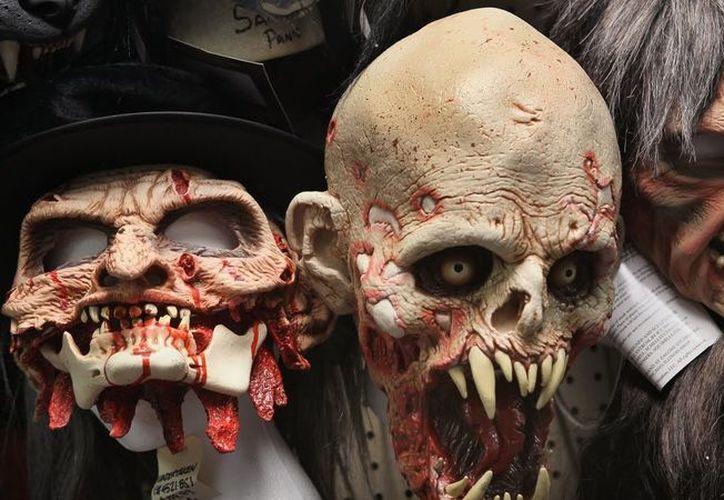 En la noche prohibirán a los adultos utilizar máscaras alusivas para evitar actos delictivos. (Foto: El Debate)