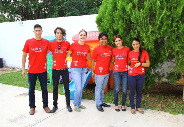 """Los jóvenes estudiantes  crearon el proyecto """"Latidos de Ayuda"""". (Gonzalo Zapata/SIPSE)"""