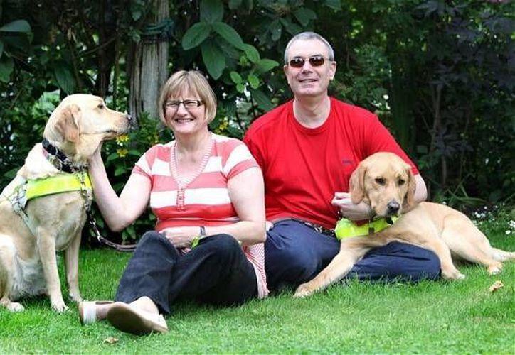 'Venice', la mascota de Claire, se hizo amiga de 'Rodd', el perro de Mark. (telegraph.co.uk)