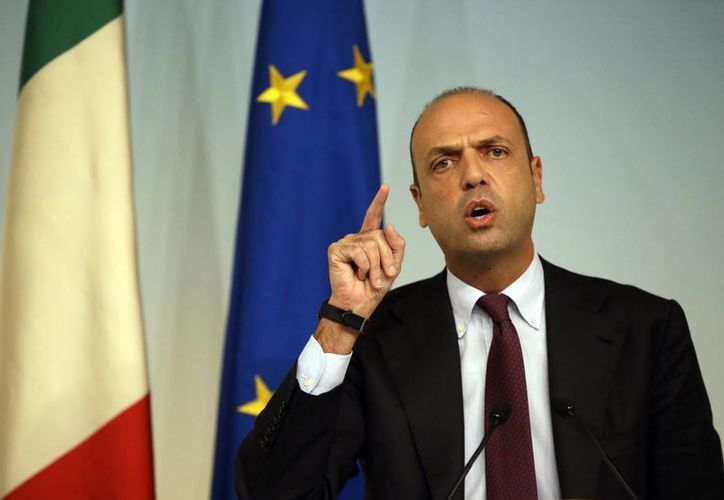 Angelino Alfano, ministro italiano del Interior, dijo que los islamistas expulsados del país tenían sus documentos en regla. (AP)