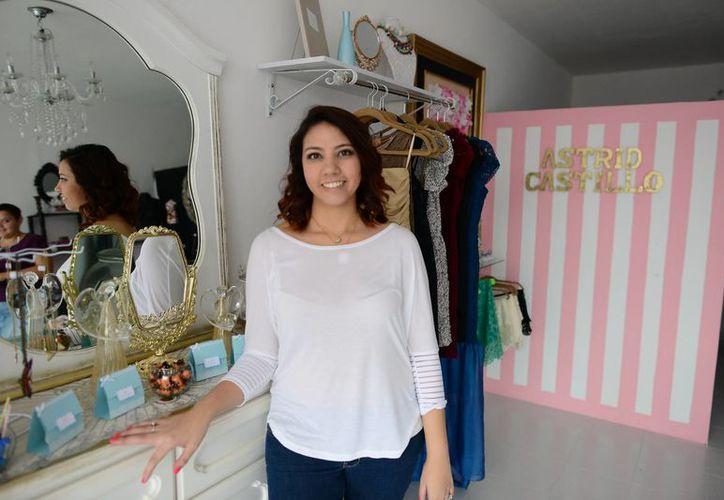 La joven Astrid Castillo Patrón apuesta por un estilo innovador en el mundo del diseño de modas. Es dueña de Pop Up Design Store. (Milenio Novedades)
