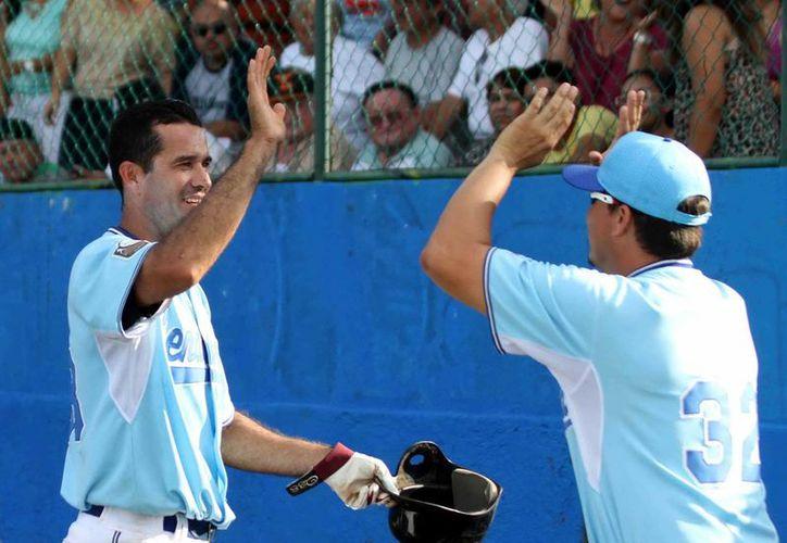Senadores de la Morelos mantienen su buen paso al vencer a Diablos de la Bojórquez en la Liga Meridana de Beisbol. (Milenio Novedades)