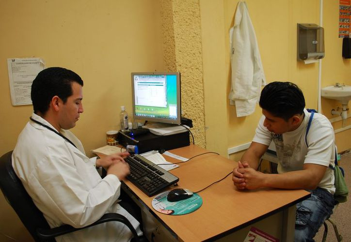 Un gran número de pacientes cuando llegan con el médico ya son diabéticos, pero no lo sabían. (Tomás Álvarez/SIPSE)