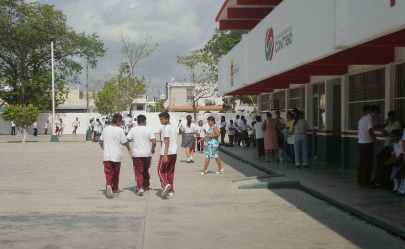Se prevé la posible ausencia de maestros debido al concurso de asignación de plazas en Quintana Roo. (Harold Alcocer/SIPSE)